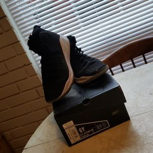 Curry 4s youth size 6